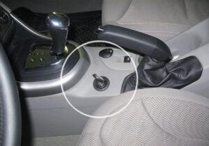 Механическая система блокировки КПП АПП в автомобиле для защиты от угона