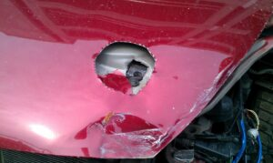 Пример вскрытие капота для вскрытия дополнительной защиты от угона автомобиля